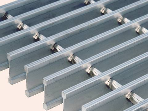Heavy duty central bar steel grating with plain surface.
