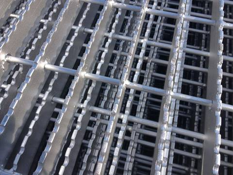 A steel bar grating with cross twist bars through the central of load bears.